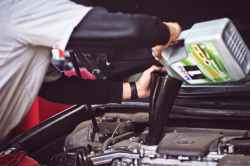 Quale olio motore per auto acquistare